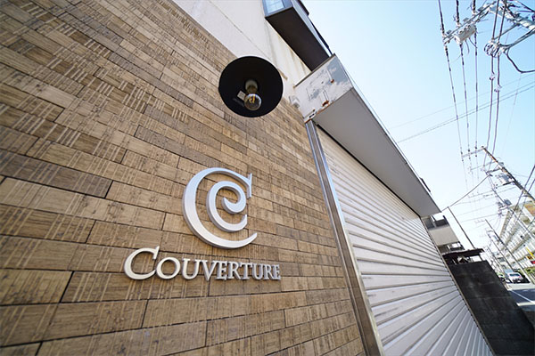 COUVERTURE sign is the mark of the house