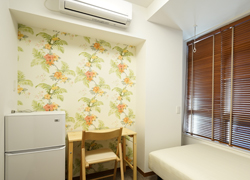 Feels like in Paradise.Room 402 with cute wall paper 69,000 yen.