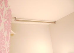 Epipe hanger which is easy to hang clothes is in room D.