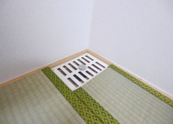 In the lower row of A, B, E room, air circulation is possible by under-floor ventilation so that moisture does not stay