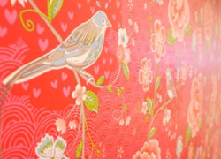 there are cute birds illustration in the wallpaper.