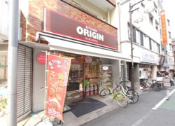 Way to the station,bento shop is also 充実