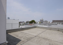 <span>Large roof top.</span>